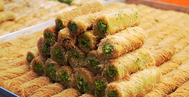 israel-tel-aviv-carmel-market-baklava-780x400.jpg